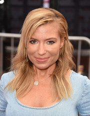 Tracy Anderson wore a casual, subtly wavy hairstyle when she attended the premiere of 'Home.'