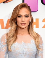 Jennifer Lopez looked sweet and feminine wearing this long wavy 'do at the premiere of 'Home.'