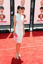 Perry Reeves arrived at the premiere of 'The Three Stooges' wearing a colorful pair of slingback kitten heels.