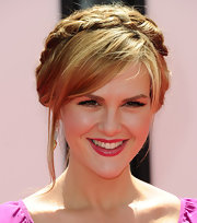 Sara Rue wore a sweet glossy berry lipstick at the premiere of 'The Three Stooges.'