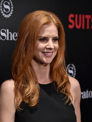 Sarah Rafferty attended the 'Suits' season 5 premiere wearing this perfectly sweet wavy 'do.