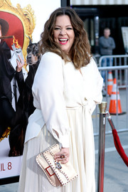 Melissa McCarthy showed off a chic white Valentino Rockstud clutch at the premiere of 'The Boss.'