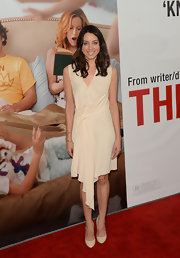 Aubrey looked lovely in this nude draped dress for the premiere of 'This is 40.'