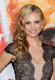 Fiona Gubelmann wore her shiny golden hair in long loose waves at the premiere of 'American Reunion.'