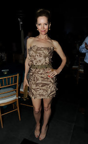 Leslie Mann kept the focus on her eye catching floral embroidered mini dress with a pair of leg-lengthening nude peep-toes.