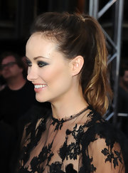 Olivia Wilde rocked a chic all-black ensemble to the 'Cowboys & Aliens' premiere. She finished off the look with a high loose ponytail.