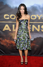 Abigail Spencer dazzled in a strapless sequined dress at the premiere 'Cowboys & Aliens.' The starlet opted to wear classic black peep-toe pumps and styled her hair in perfect waves.