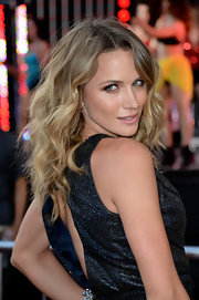 Shantel VanSanten chose big and thick wild waves for her look at the premiere of 'Fast and Furious 6.'