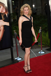Elizabeth Banks' sparkling sandals show off her long legs in this little black dress.