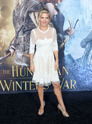 Elsa Pataky paired her dress with silver evening sandals by Christian Louboutin.