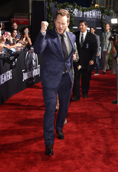 Chris Pratt walked the 'Jurassic World' red carpet wearing a blue suit with a checkered shirt and a black tie.