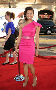 Gugu was radiant on the red carpet at the 'Larry Crowne' premiere in a hot pink one-shoulder sheath dress and this silver multi-strand Nascent link bracelet.