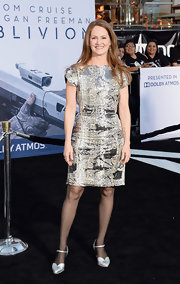 Melissa Leo chose a chic and modern snakeskin dress for her contemporary look at the 'Oblivion' premiere in Hollywood.