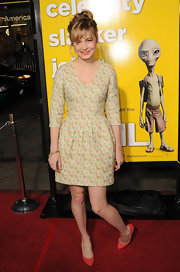 Brie looks ultra sweet in a soft yellow floral print cocktail dress at the premiere of 'Paul.'