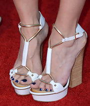 Mary-Louise Parker walked tall in intricate heels at the premiere of 'Savages.'