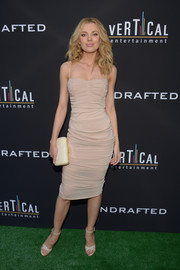Bar Paly polished off her look with a cream-colored satin clutch by AEVHA London.