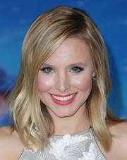 Kristen Bell looked edgy yet pretty with her wavy layers at the premiere of 'Frozen.'