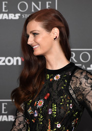 Lydia Hearst was gorgeously coiffed with side-swept waves at the premiere of 'Rogue One: A Star Wars Story.'