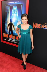 Bailee Madison looked like a doll in a green dress at the 'Mars Needs Moms' premiere.