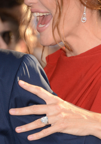 More Pics of Jennifer Garner Engagement Ring (1 of 113) - Jennifer Garner Lookbook - StyleBistro