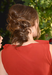 Jennifer completed her phenomenal red carpet look with this pinned messy updo.