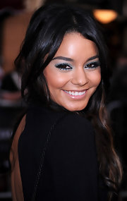 Vanessa Hudgens brightened up her eyes with soft blue shadow. She rimmed her upper and lower lids in the electric shadow for more of an impact.