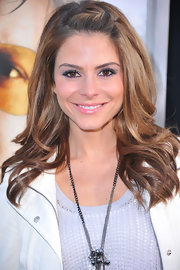 Maria Menounos added a little color to her look with a smoldering shade of gray eyeshadow.