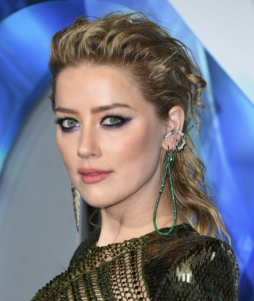 Amber Heard wore her hair in a messy brushed-back style at the premiere of 'Aquaman.'