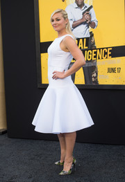 Elisabeth Rohm styled her plain white dress with a pair of tropical-print pumps.