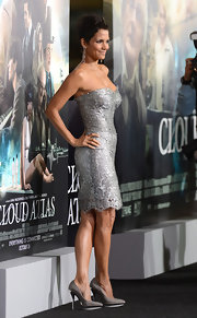Halle looked like a vision from top to toe—thanks to these chic silver-and-black pumps!—at the 'Cloud Atlas' Premiere.