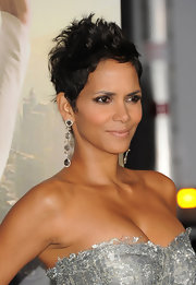 Halle has definitely mastered the art of the messy pixie 'do.