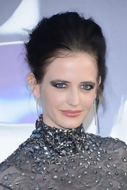 Eva Green created her intense look for the 'Dark Shadows' premiere with lots of pearly pewter eye shadow.
