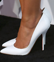 Naya Rivera chose a pair of white pumps to top off her super-sexy red carpet look.