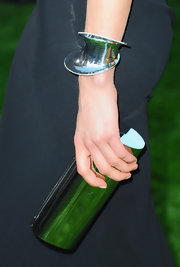 Taylor carried this silver cylinder clutch to complete her metallic accessories.