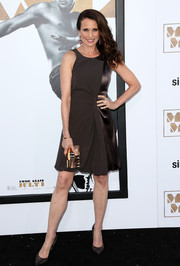Andie MacDowell spiced up her simple dress with a textured gold box clutch.