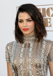 Jenna Dewan-Tatum's bright red lipstick totally perked up her beauty look.