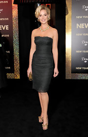 Katherine Heigl showed off her body in a fitted black dress. She accessorized the look with trendy gold peep-toe pumps complete with bow accents.