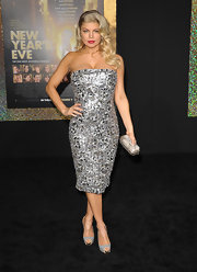 Fergie dazzled on the red carpet in a silver fitted cocktail dress. The songstress topped off the look with peep-toe pumps.