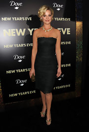 Katherine Heigl donned a sleek strapless LBD for the 'New Year's Eve' premiere.