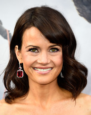 Carla Gugino styled her hair with large, billowing waves and side-swept bangs for the 'San Andreas' premiere.