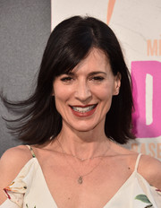 Perrey Reeves opted for fuss-free straight hair with side-swept bangs when she attended the premiere of 'War Dogs.'