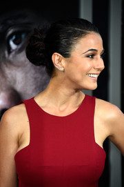 Emmanuelle Chriqui pulled her hair back into a voluminous bun for the 'San Andreas' premiere.