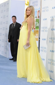 Kate Hudson finished off her sunny yellow gown with a champagne Stingray Miniaudiere.