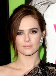 Zoey Deutch was a smoldering beauty with her smoky eye makeup during the 'Vampire Academy' premiere.