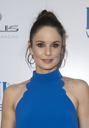 Sarah Wayne Callies swept her tresses up into a top knot for the premiere of 'Wind River.'