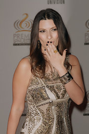 Laura Pausini attended the Premio Lo Nuetro a La Musica Latina wearing a glossy black polish on her perfectly manicured nails.