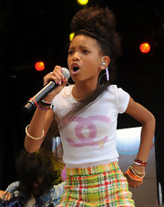 Willow wears a sweet white Chanel t-shirt for her performance on Easter.