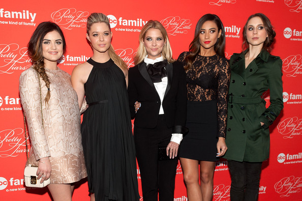 Best Red Carpet Looks: The 'Pretty Little Liars' Cast
