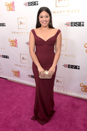Gina Rodriguez completed her elegant look with a metallic gold clutch by Nancy Gonzalez.