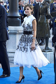 Queen Letizia of Spain paired black patent pumps with a gorgeous embroidered dress for the Princesa de Asturias Awards.
